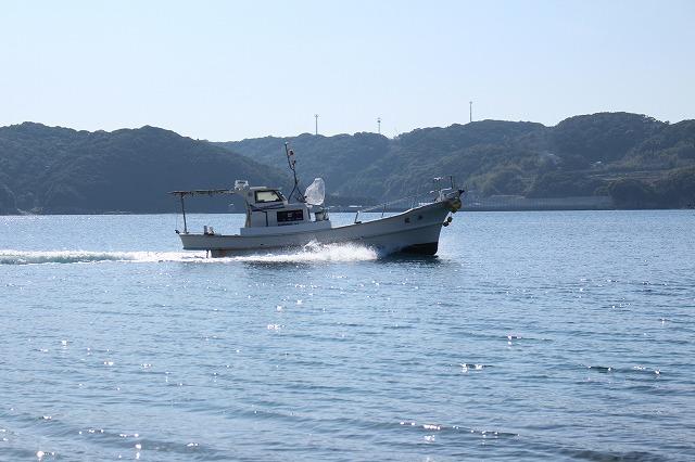 遊漁船 海龍 エサ釣り ジギング 釣具店 長久 星賀港 船釣り 船体 疾走 全体