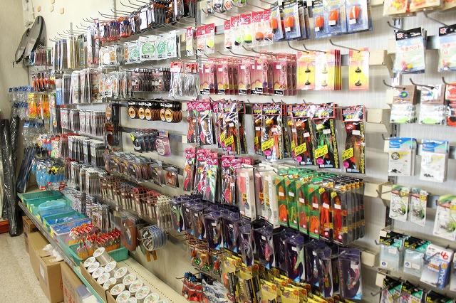 3:遊漁船 海龍 エサ釣り ジギング 釣具店 長久 星賀港 船釣り 釣り用具 店内 種類 豊富 ケース バッグ 靴